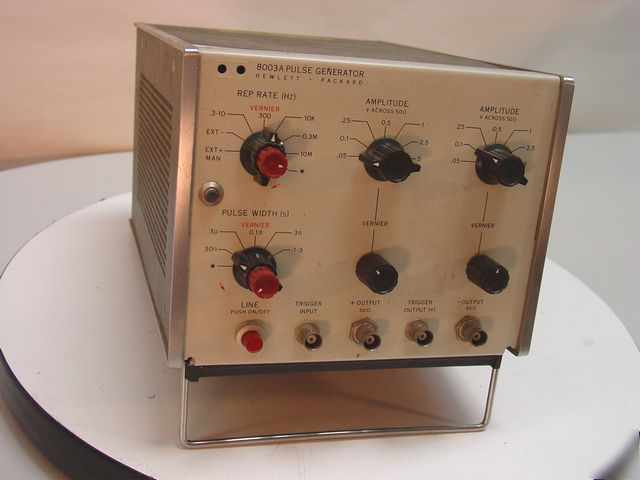 Hp 8003A pulse generator - vintage collectable